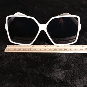 Accessories - NWOT Cool Retro Sun 🌞 Glasses